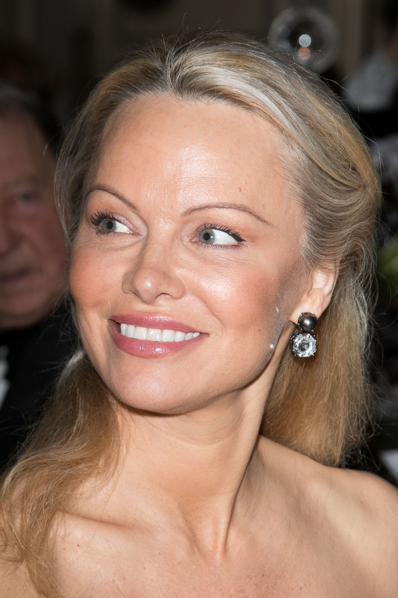 Pamela Anderson Barely Recognizable With Her Fresh Faced