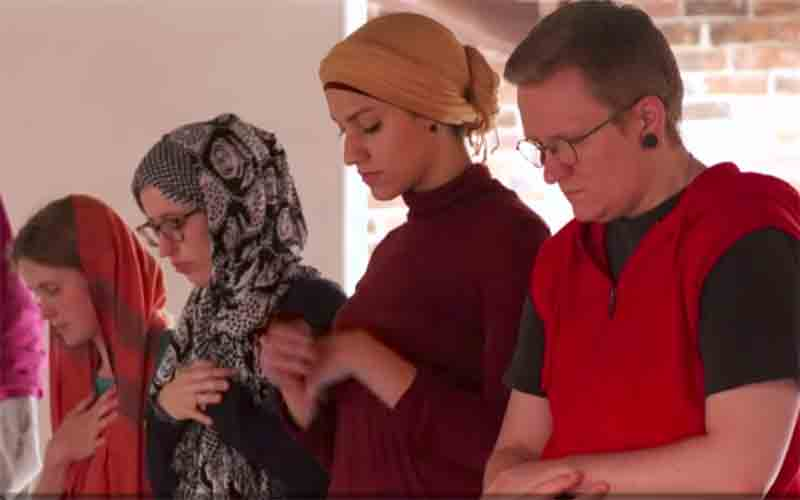 Mixed mosque opens in California and is led by women ...