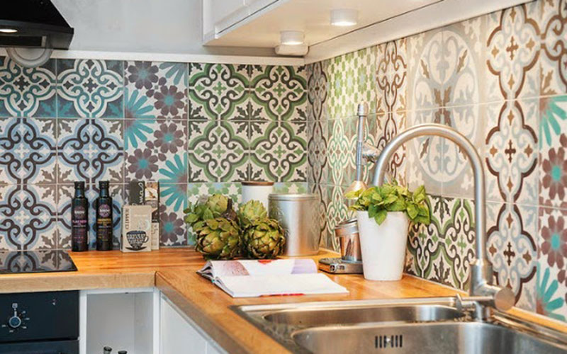 The Zellij Tiles Trend For A Modern Home With A Moroccan Touch Moroccan Ladies